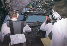 'The Approach Checklist is complete'. Taxi/turn lights are switched on.